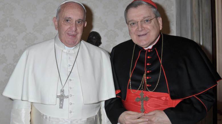 Kardinal Raymond Leo Burke und Papst Franziskus